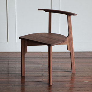 WALNUT CHAIR X